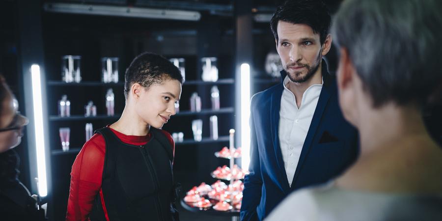 """Gina Haller und Sabin Tambrea (Ku'damm 56) am Set des Serienpiloten """"Catharsis"""", Drehbuch Lion H. Lau, Produktion Filmakademie Baden-Württemberg, 2017-2018."""