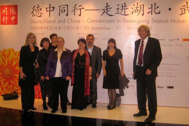 """Eine Delegation aus Sachsen zu Gast in Wuhan 2009 im Rahmen des Projekts """"Deutschland und China – gemeinsam in Bewegung?"""". Mit Dabei Uwe Penckert vom Filmverband Sachsen (6. v.l.)"""